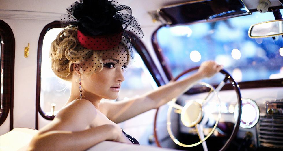 Femme sexy chauffeur